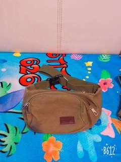 深綠三層格斜背袋