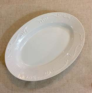 White 14 x 10in Oval Serving Dish