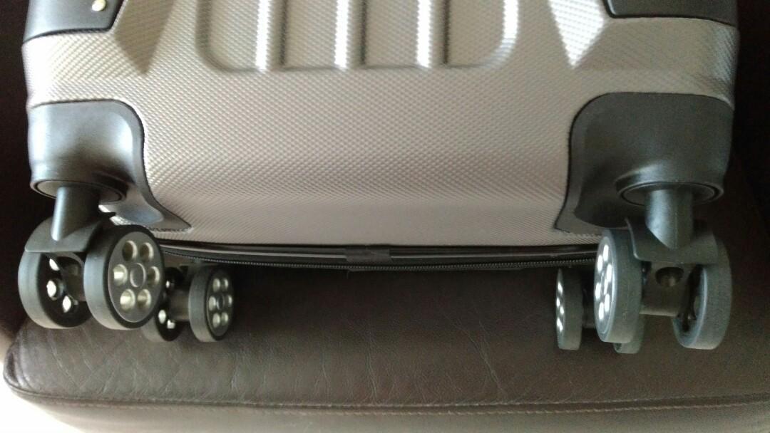 【Aaplus】20吋立體感行李箱 台北捷運士林站可面交