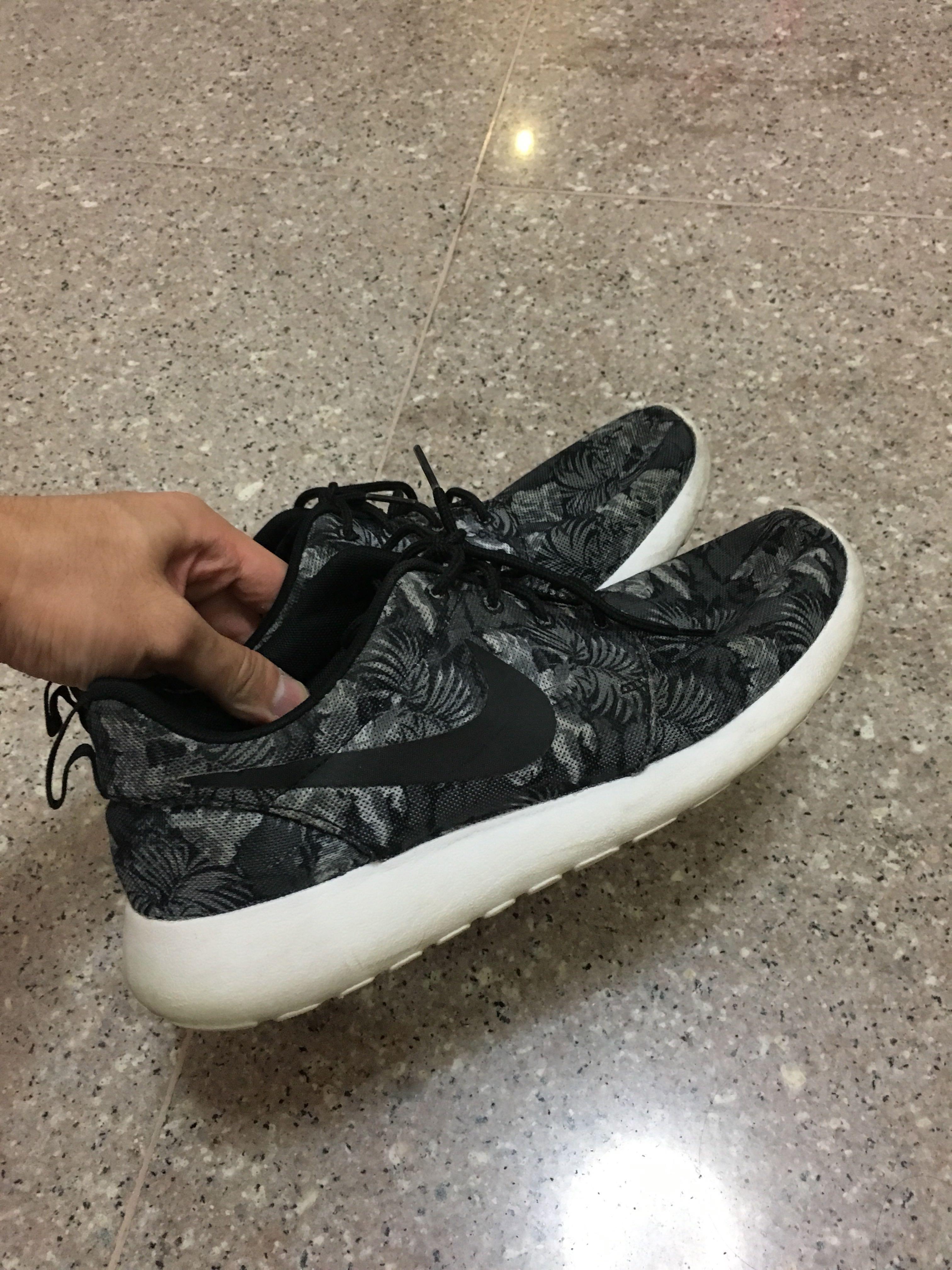Mens Trainers Shoes Nike Roshe Run Black Style