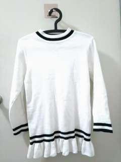 🚚 韓風黑白甜美荷葉下擺針織上衣