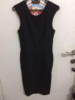 Dress Hitam ( belakang V )