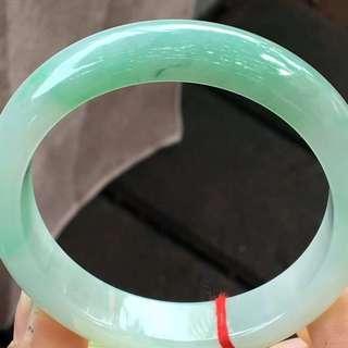 飄綠手鐲,超值價¥12000元,尺寸56.6/13.9/8.4。顏色漂亮,完美細膩,種水好,只限三天包郵,實惠多多!
