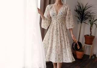 [Instock] Peach Chiffon V Dress