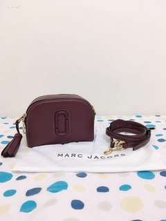 Marc Jacobs酒紅色斜背包全新正品