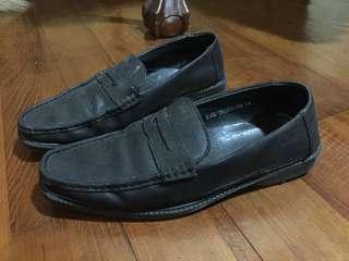 Sepatu kerja Zalora