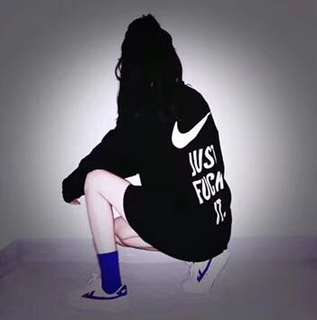 Nike jacket in blk or white