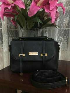 Kate Spade Sling Bag Authentic Quality, Almost Same quality sa orig. Fast selling.