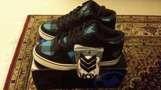 Cheap Vox Footwear Skateboard Shoes Hewitt Beer Hunter/Green