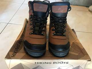 EIGER HIKING BOOTS
