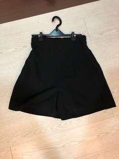 🚚 便宜賣上班族黑色西裝材質修身高腰短褲 褲裙M號