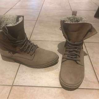 Beige Aldo boots size 7.5 fits size 8