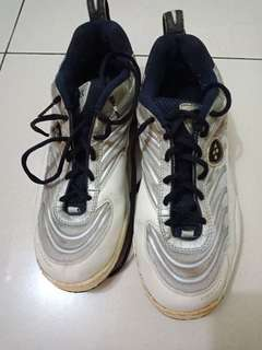 Sepatu Yonnex