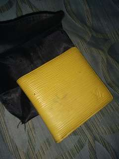 Louis Vitton LV epi wallet with date code