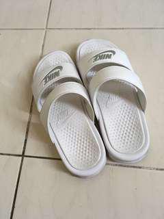 🚚 Nike bennassi slipper