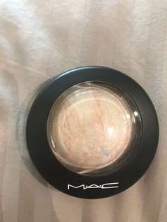 MAC Mineral Skin Finish in Lightscape
