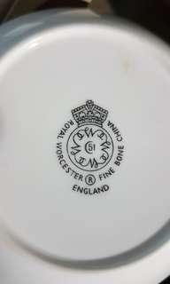 🚚 Royal Worcester Smoking Set