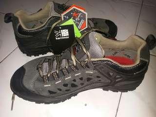 Sepatu Gunung Karrimor
