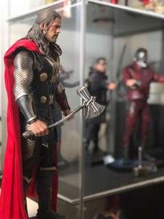 Hot Toys Thor's Stormbreaker