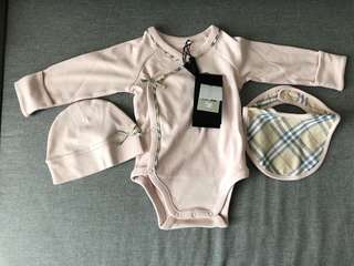 Burberry Baby girl gift set