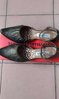 🚚 牛皮尖頭金屬墨綠低跟鞋22.5(36)