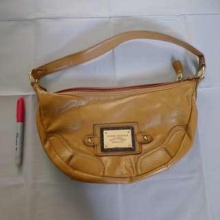 Tommy Hilfiger leather handbag