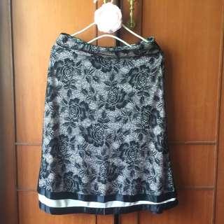 🚚 黑色玫瑰蕾絲及膝裙 中長裙 OL上班裙 蕾絲裙 A字裙~端莊典雅款
