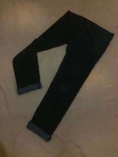 Jeans The Executive Hitam