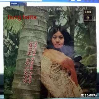 Vinyl  Sanisah Huri ep