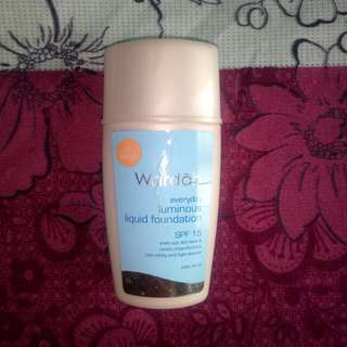 Wardah Everyday Luminous Liquid Foundation Beige SPF 15