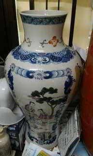 清嘉慶  粉彩人物花卉紋瓶