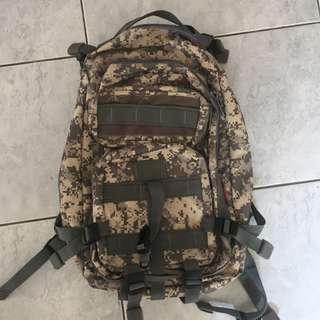 Tas Army ukuran besar