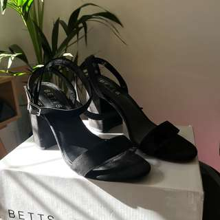 Betts black heels / sandals