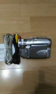 🚚 買全新簡易型攝錄影機再送酷炫藍牙音響