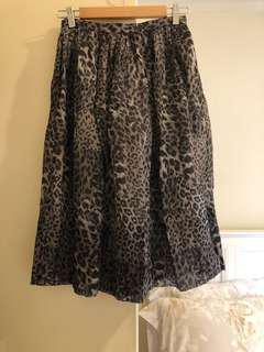 Forever New skirt, sz8, silk, mid length. Looks new.