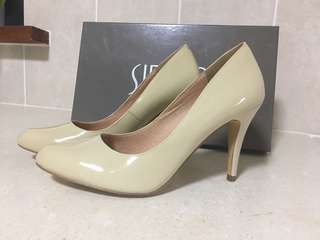 Siren Brand New Pumps