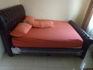 Satu set tempat tidur