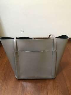 🚚 百貨專櫃購入 硬挺米色側背包