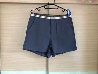 🚚 🌟特價。全新藍色修身短褲
