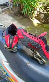 Nike Shox (merah-hitam)