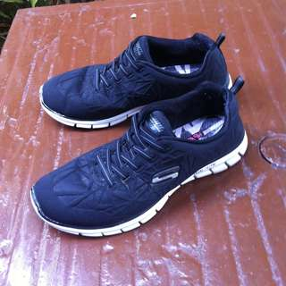 Skechers Black Sports Active shoes.  Size US 8, UK 6, Eu 38 CM 25.   In good condition.
