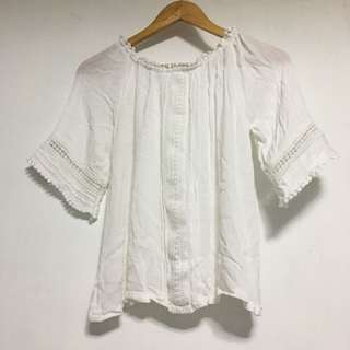 White blouse can be off shoulder