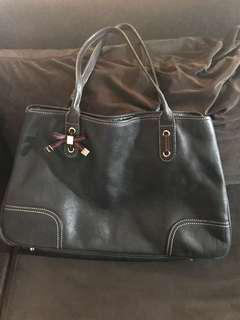 Preloved authentic Gucci pebbled leather bag