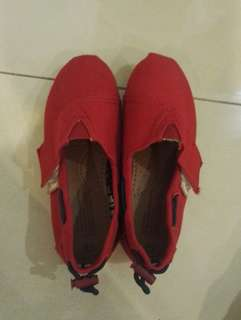 Girl red shoe