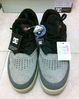 Sepatu DC Dual Lite Size 44