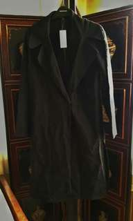 Kendall and Kylie Kardashian Light coat