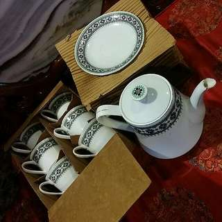 Chinese Vintage Porcelain Teaset Made In China New In Box ..13 Pcs