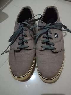 Sneakers DC Abu-abu Size 44