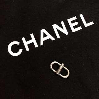 Clip to shorten Chanel bag strap