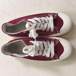 Converse Sneakers Dark Red